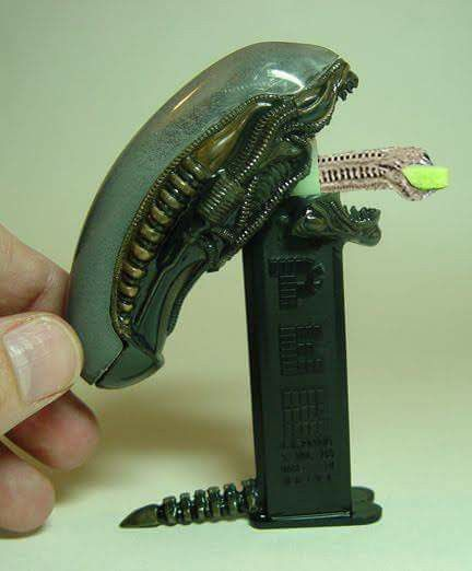 Alien pez dispenser.