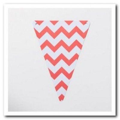 Guirlande de 5 fanions à chevrons de couleur corail qui donnera une touche de distinction à votre salle. A enfiler sur du fil de pèche