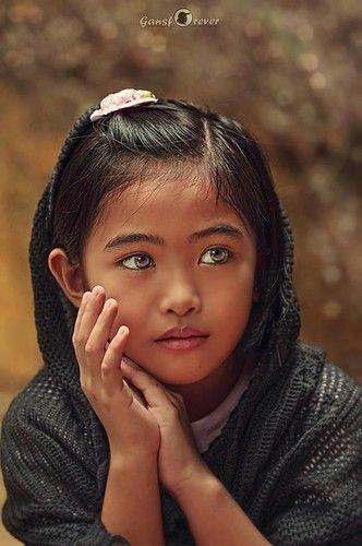 oh ... mi ... fascinante ojos!  malaysian muchacha hermosa.