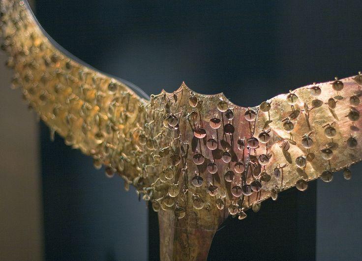 https://flic.kr/p/HKxpv9 | 관 꾸미개 : Gold Cap Ornament | 5세기 경에 만들어진 금장식 꾸미개로 전체적으로는 새의 모습을 하고 있어서 또 다른 매력을 알려줍니다.