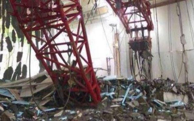 Beirut, crolla una gru sulla Grande Moschea alla Mecca: almeno 87 morti, 180 feriti Sessantadue persone sono rimaste uccise per il crollo di una gru sulla Grande moschea alla Mecca. Lo riferiscono i media sauditi. Molti anche i feriti. A causare il crollo, secondo la Protezione civ #beirut #crollaunagru
