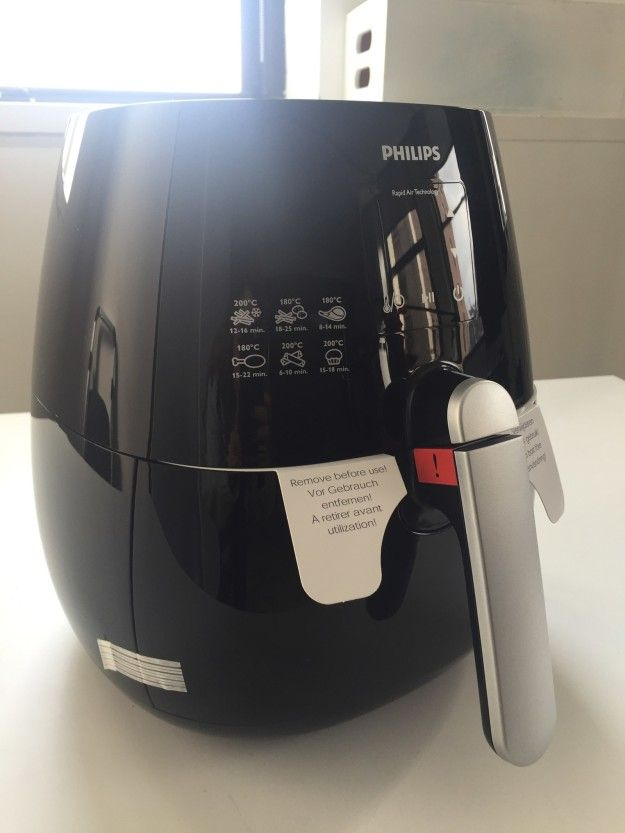 The Airfryer is supposed to fry foods in a ~healthier~ way. But how legit is it? I wanted to find out.