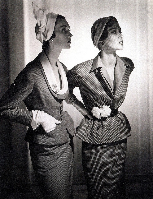 Fashion photo with Dovima (l) and Barbara Mullen (r) by George Platt Lynes, ca.1948