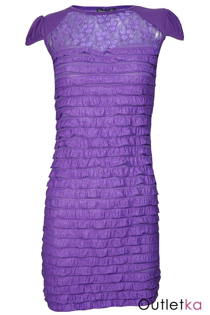 Nowa sukienka w odcieniu fioletowym, firmy The One. Sukienka na krótki rękaw, rękawki lekko marszczone, a'la bufki. Dekolt i plecy lekko prześwitujące, ozdobione pięknymi wzorami. Sukienka posiada z przodu efektowne falbanki dodające uroku i oryginalny wygląd.