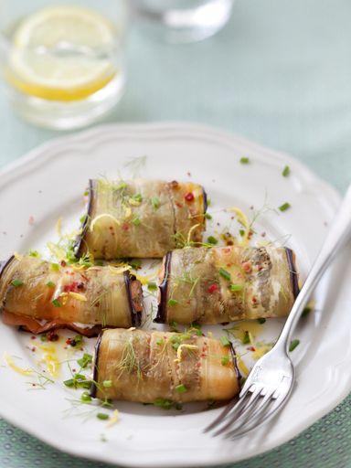 Calin d'aubergine grillée au saumon  Pas mal du tout. Attention à pas faire cramer les aubergines pour qu'elles restent souples.