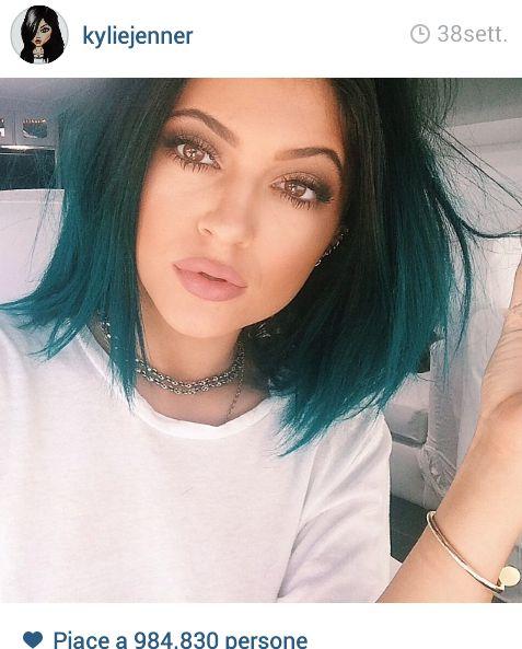 Scoprite di più sulla moda dei capelli blu (From Kylie Jenner official Instagram account)