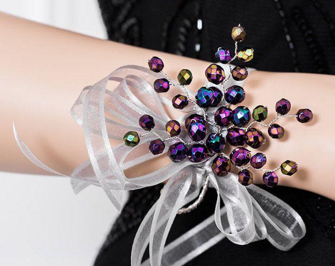 Ramillete púrpura iridiscente - ramillete de la muñeca violeta - ramillete - Ramillete - Corsage de la Dama de honor - baile ramillete de novia