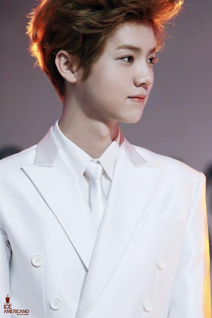 Luhan  ♡ he looks like a cute baby ~