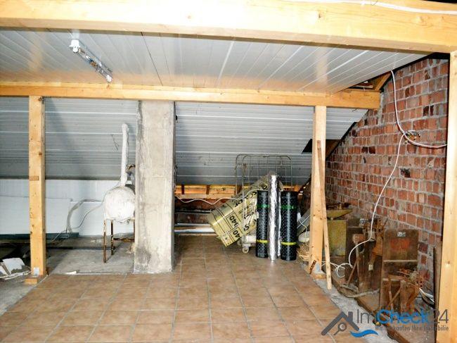 Dachgeschoss wurde zum Teil bereits ausgebaut.
