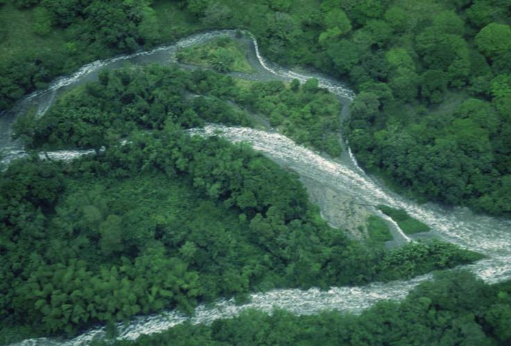 El agua habla, suena, corre y advierte que consigo carga la potencia irremediable de inundar el mundo o alimentarlo para mantenerlo en pie. Investigadores javerianos proponen un proyecto para predecir y controlar este problema en Colombia.