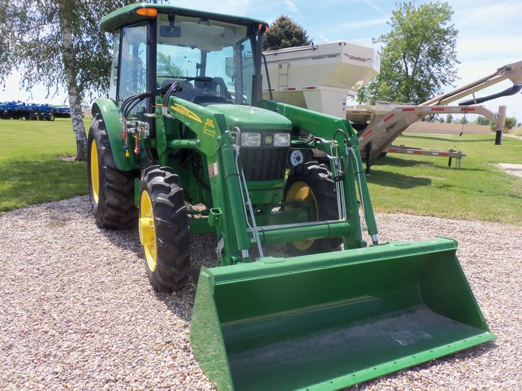 John Deere 5055E with 553 loader.55 engine hp,45 PTO hp from a turbocharged 179 cid diesel,5,732 lbs,22 gallon fuel tank,81 inch wheelbase