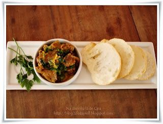 Na cozinha lá de casa: Escargot de Mineiro. moela e pasta de manteiga com ervas