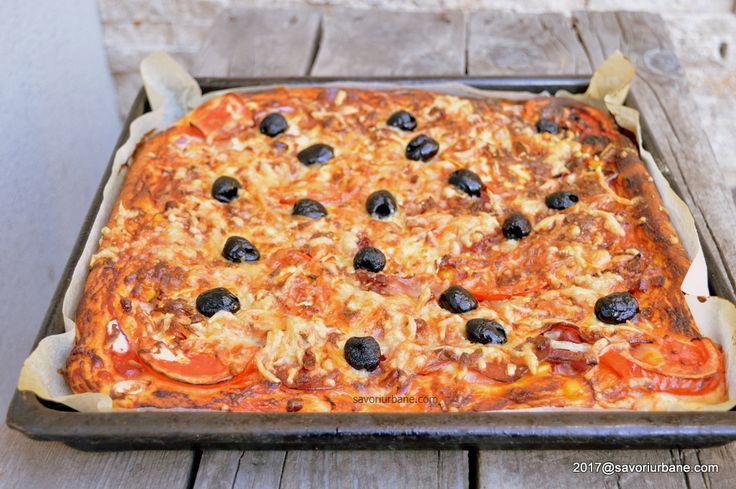 """Pizza cu blat pufos cu de toate - pizza de casa romaneasca. Reteta de pizza de casa """"cu de toate"""" sau """"pizza cu ce avem"""" este cea nostalgica, de pe vremuri,"""