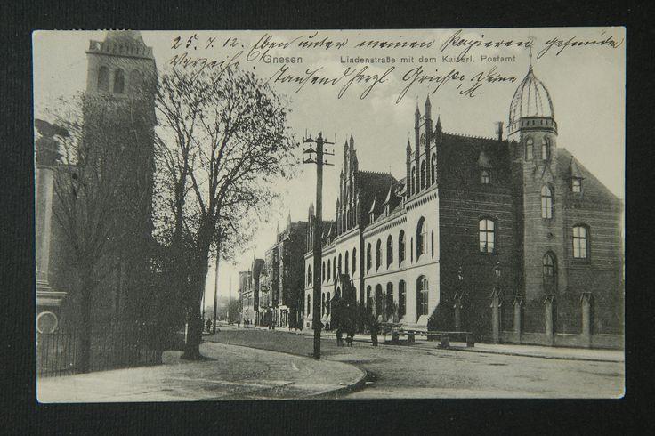 Gniezno - skrzyżowanie Lindenstrasse (obecna ul. Bolesława Chrobrego) z Poststrasse i Nikolaistrasse (obecna ul. Mikołaja Łubieńskiego). Po prawej siedziba poczty głównej - budynek tę funkcję pełni do dziś. Zdjęcie z około 1912 r.
