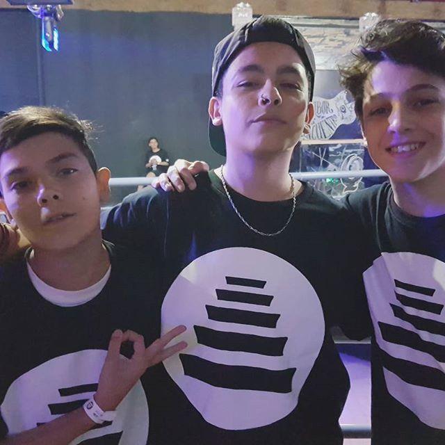 Tres futuros grandes raperos: Luchito, Trueno y RepliK.