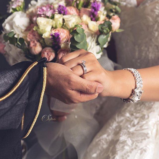 اللهم بارك لهما وبارك عليهما واجمع بينهما في خير Wedding Dress Sketches Wedding Ring Photography Arab Wedding