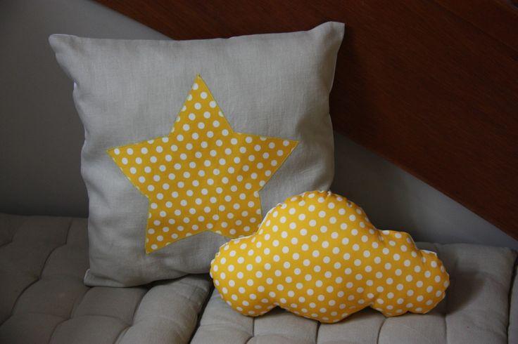 coussin nuage recto-verso jaune et blanc : Linge de lit enfants par l-atelier-d-alban-et-hadrien sur ALittleMarket