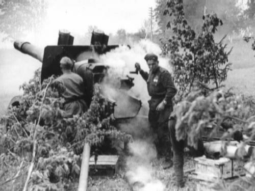 Soviet gun shelling Finnish positions in Tali. June 1944.