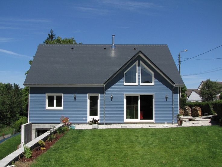 Maison construite entièrement en ossature bois - Finition clin sapin peint Sylverwood bleu orage - Secteur de ROUEN. plus de photos sur www.pesqueux-charpente.fr