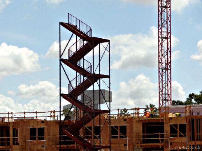 Das ist ein Traum für jeden Treppenbauer. Erst wird die Treppe gebaut und dann das Haus drumherum. Gesehen im Land der unbegrenzten Möglichkeiten. #smgtreppen #Treppe #Treppen #Stairs #Escaleras