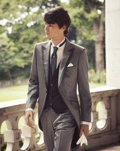 結婚式・写真で映える新郎のタキシードの選び方