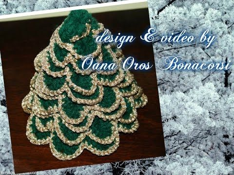 Crochet CHRISTMAS TREE. ~  THAT LOOKS LIKE A CHAIN AROUND THE TREE,  DOESN'T IT? IT'S NOT!!! IT'S METALLIC THREAD!  HOW PRETTY!  ♥A