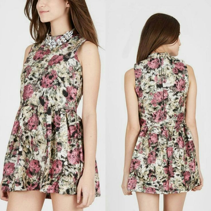 Dotts Fury Diamond Flower Dress CreambyDotts IDR 170.000  Lebar Bahu : 27 cm  Lingkar Dada : 80 cm  Lingkar Pinggang : 72 cm Lingkar Pinggul : 100 cm Panjang : 75 cm  Bahan : Fur  Perawatan : Gunakan detergen yang lembut Jangan gunakan pemutih Setrika suhu rendah  #dressparty#dresskeren#dresscantik#minidress#wanitafashion#fashioncantik#fashioncewek#fashion#fashionblogger#followme#follow#follow4follow#like4like