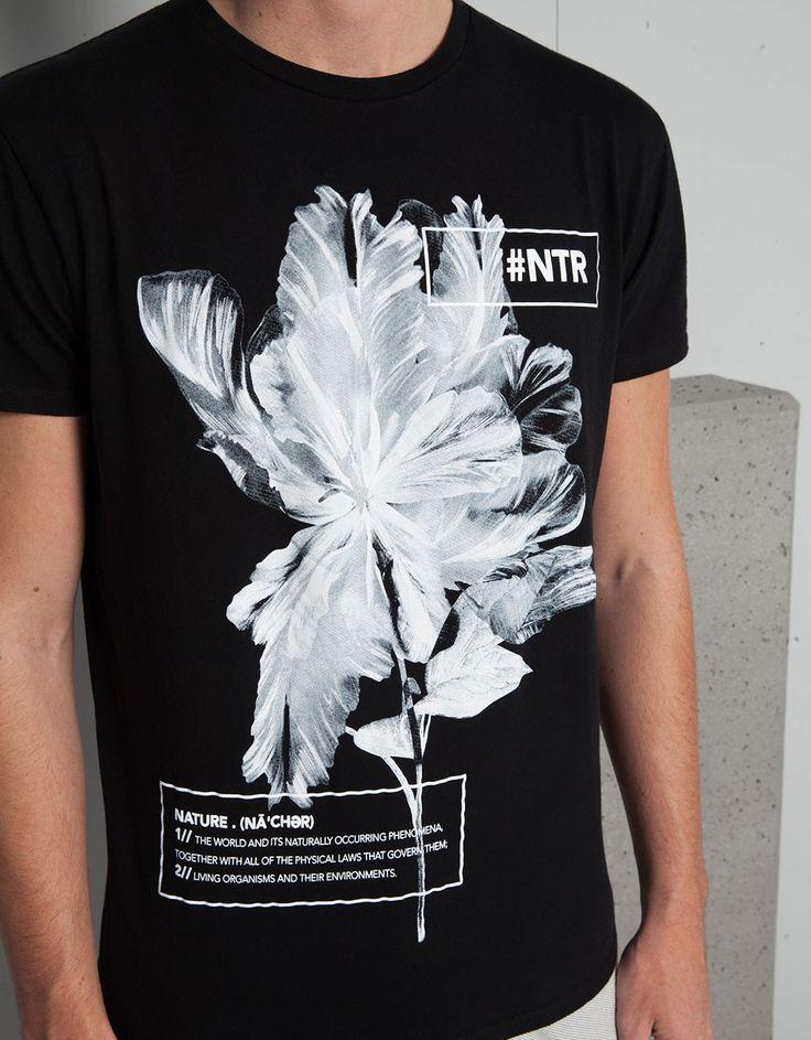 T-shirt print letras e flores - Graphic print - Bershka Portugal