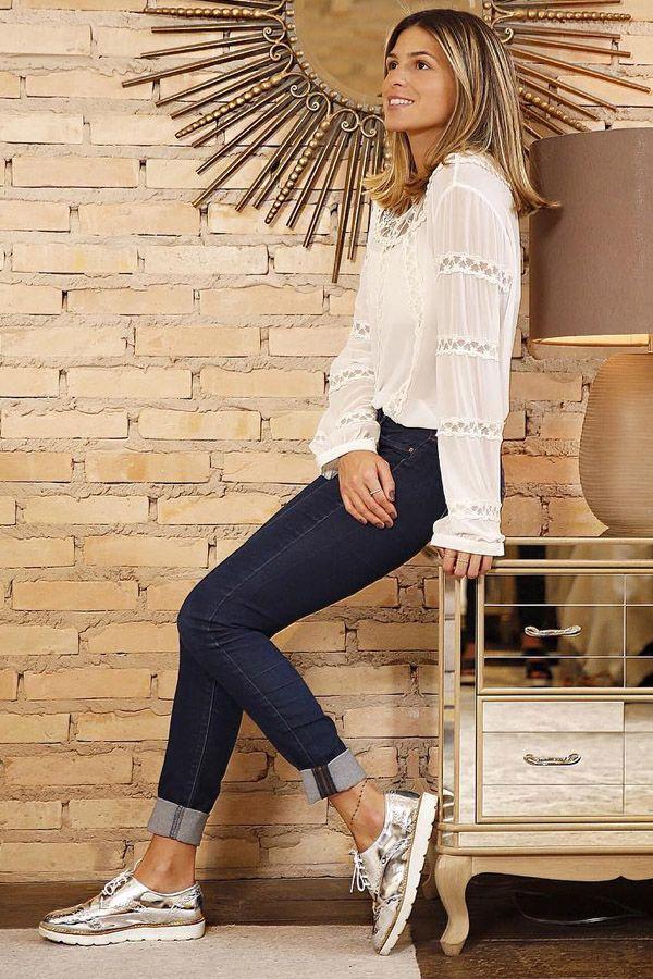 Jeans, camisa braça e sapato prata