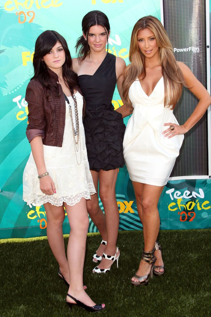 UNIVERSAL CITY, CA - AUGUST 09: (L-R)  TV Personalities Kylie Jenner, Kendall Jenner and Kim Kardashian arrives at the 2009 Teen Choice Awards held at Gibson Amphitheatre on August 9, 2009 in Universal City, California.  (Photo by Jason Merritt/Getty Images) via @AOL_Lifestyle Read more: https://www.aol.com/article/entertainment/2017/04/05/kendall-jenner-pepsi-commercial-pulled/22027355/?a_dgi=aolshare_pinterest#fullscreen