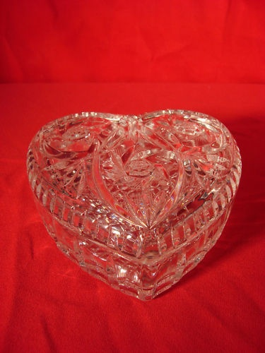89 best images about vintage glass trinket boxes on for Heart shaped jewelry dish