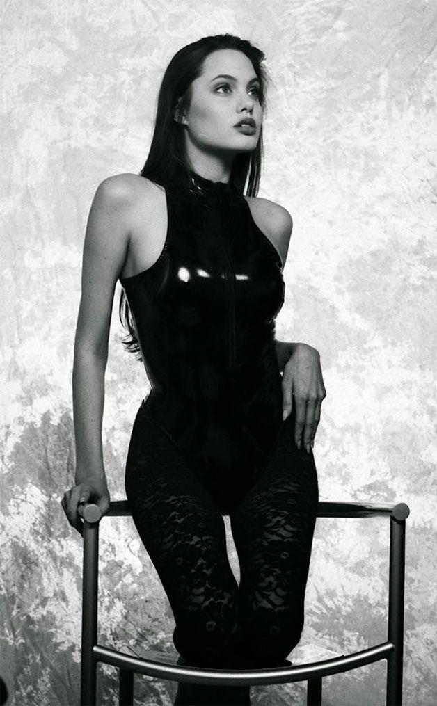 Série de fotos rara mostra Angelina Jolie com apenas 15 anos em um de seus primeiros ensaios