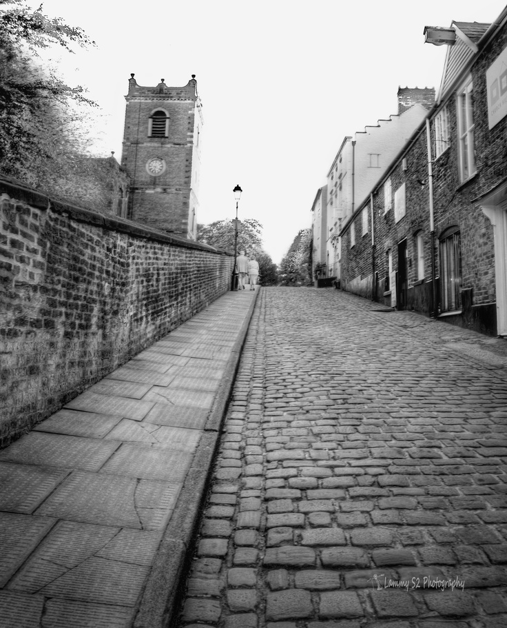 A cobbled street in Knutsford Cheshire.