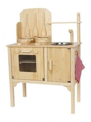 Luxe bamboe keuken 53 x 22 x 77 cm. Stevige speelkeuken gemaakt van bamboe met twee kookplaten, meerdere draaiknoppen en een uitneembare metalen spoelbak. De keuken wordt geleverd met een pot en pan, pannenlap en divers kookgerei. Formaat ongeveer: 53 x 22 x 77 cm.
