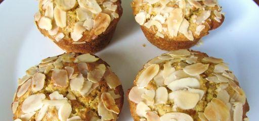 Een heerlijk paasrecept is Kersenmuffins met stukjes amandel, met dit recept maak je je paasdag compleet en gezellig!