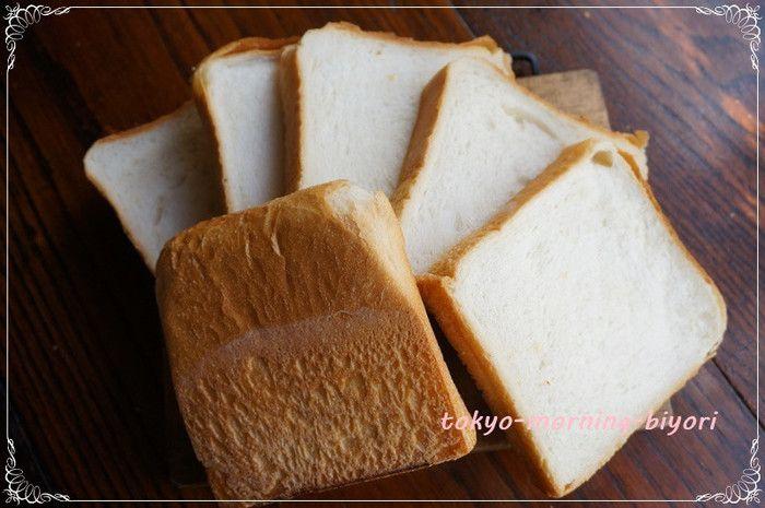 耳もしっかり焼けた、「しっとり」「もっちり」「ずっしり」のAOSANの角食パンは大人気!丁寧に、時間をかけて発酵させ、出来上がりに3日かかるというくらい手間ひまをかけて作られていますが、お値段はお手頃価格270円!