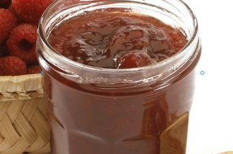 Compota de Ameixa Ingredientes: 1kg de ameixas sem casca e sem caroço; 500g de Açúcar para Compotas Sidul. Modo de Preparação: Leve ao lume o Açúcar para Compotas Sidul com a ameixa cortada em pedaços pequenos, deixe ferver cerca de 6 minutos. Triture o preparado e deixe ferver mais 4 minutos em lume brando.