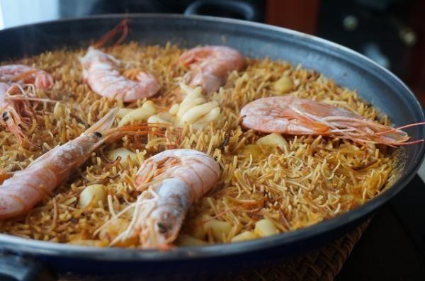 Aprende a preparar fideuá valenciana de marisco con esta rica y fácil receta. La fideuá de marisco es un plato típico Valenciano, muy parecido a la paella. Es un...