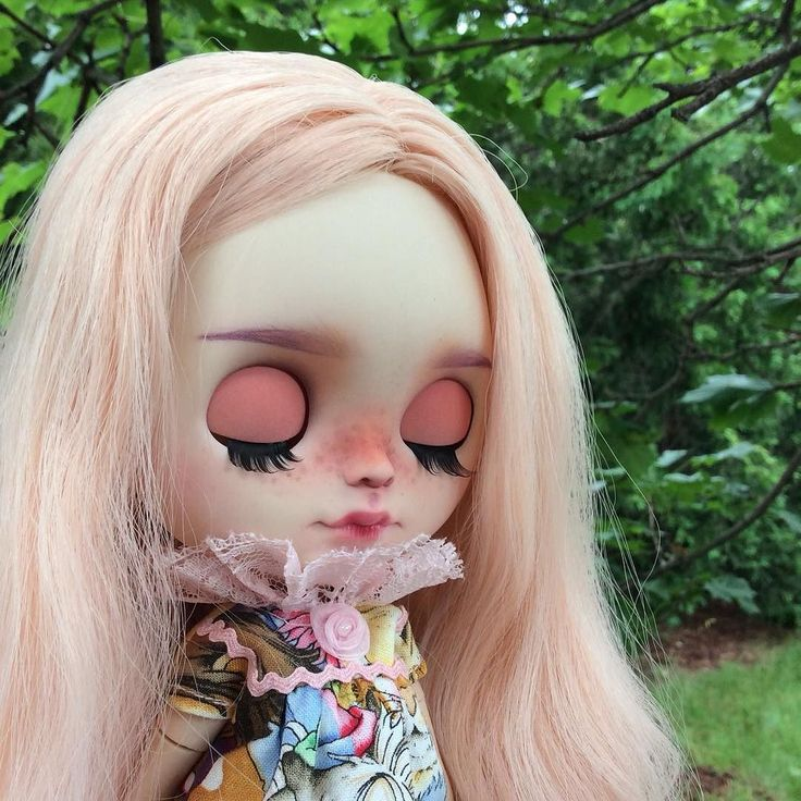 Ally is here! She is customized by @unniedolls - Thank you Kata!   I'm loving her lids and her overall pink/purple colour combination.  She wears a dress from my Vintage Circus collection.    #eenieq #blythe #blythestagram #doll #dollfashion #dollphotography #dollstagram #toyphotography #blythedress #ootd #sewingsfordolls #artdoll #sewing #sewinglove #sewingaddict #customblythe #unniedolls #circus #carousel #pink #handmade #instadoll #kawaii #dollcollector #blythedoll #customblythe…