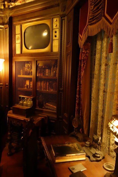 La bibliothèque du Hollywood Tower Hotel, le début de l'aventure dans là Tower of Terror