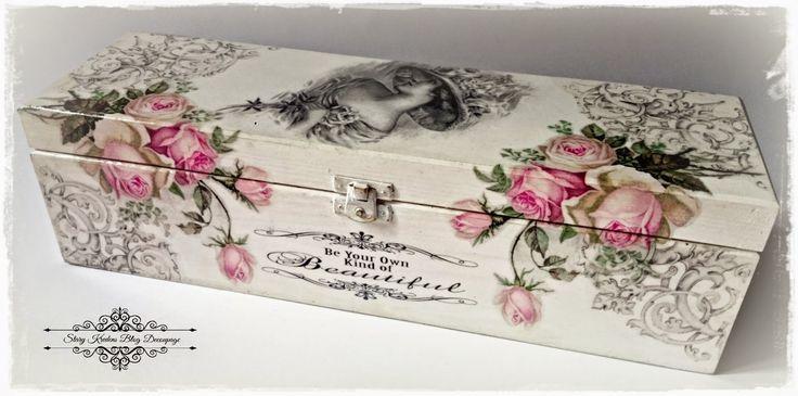 Angielska dama wśród róż - biel i szarości - Decoupage.