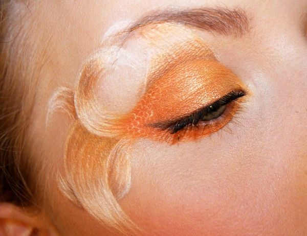 Goldfish eyeshadow! (Click for more pics.)