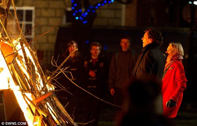 Whats wrong? Benedict and Amanda look worried as they stare at the fire for Season 3!
