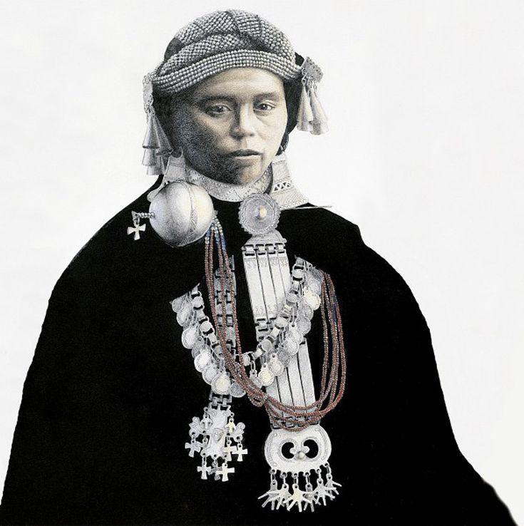 Mapuche woman, early 20th century.    Illustration by José Pérez de Arce.