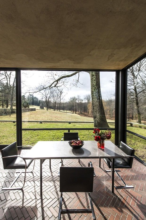 A morada de vidro de Philip Johnson Por US$30 mil, é possível pernoitar na casa ícone