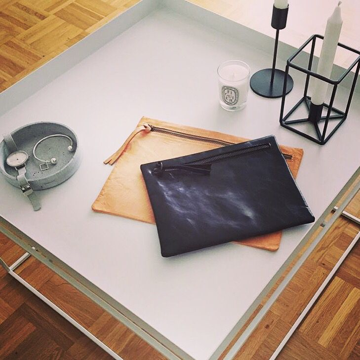 Minimalistic Contest... ❤️ thanks to @ilivanilli_  ❤️ www.facebook.com/wannamariafiori #wannamariafiori #wanna#handbags #clutch #black #natural #leather #white #minimalistic #unisex #genderless #faschion #candels #table #whitetable #whatch #bracialet #silver #simonnjewerly #jewerly #diptyque #diptyquecandle  #paris #madeinitaly #love ❤️