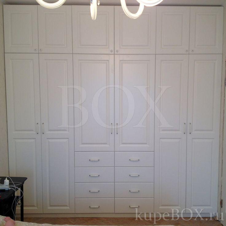 На фото: Белый шкаф из МДФ для спальни