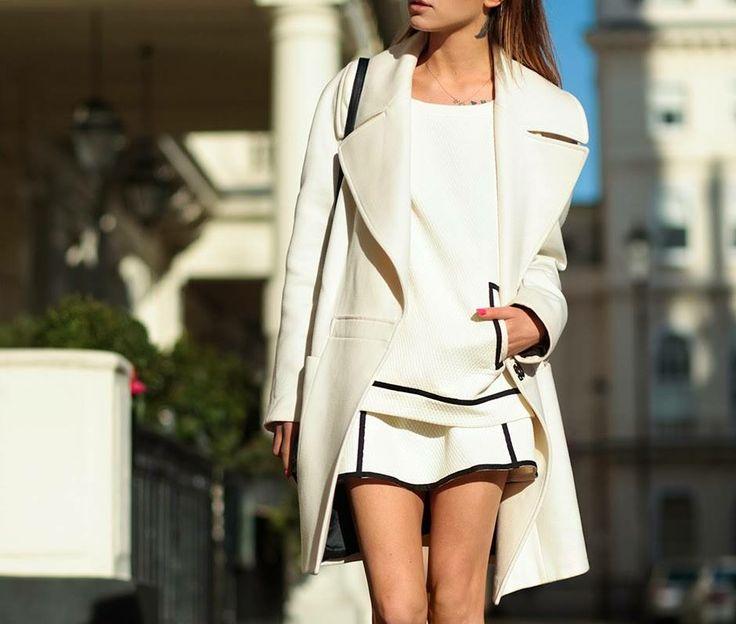 Maffashion podczas spaceru po Londynie wybrała płaszcz ARYTON z kolekcji jesień-zima 2012/2013. Klasyka górą!
