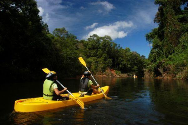 Canoagem no Rio Nhundiaquara. Calango Expedições.