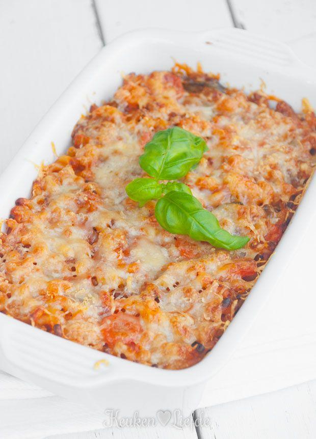 Whoehoe, het is weer tijd voor een tongstrelend pastagerecht! Deze macaroni-ovenschotel maakt mij altijd zielsblij. Ik maak hem het liefst al een dag van...